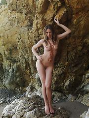 Medea in Picco by Erro