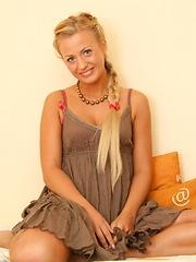 Solo teen girl - Erotic and nude girls pics at SoloTeenPics.com