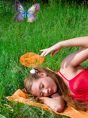 Perfect long haired busty teen cutie taking off her clothes and catching a big butterfly.