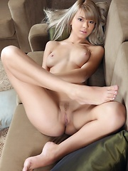 Paloma touch of sweet innocence with her alluring beauty and slim; slender figure can evoke womanly sensuality and eroticism with her arousing facial expressions and provocative posing. - Erotic and nude girls pics at SoloTeenPics.com