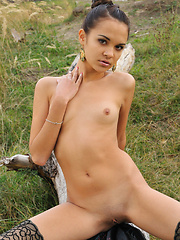 Exquisite beauty with regal-like demeanor - Erotic and nude girls pics at SoloTeenPics.com