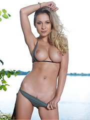 Candice B poses in nature - Erotic and nude girls pics at SoloTeenPics.com
