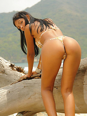 Feeling Heat - Erotic and nude girls pics at SoloTeenPics.com