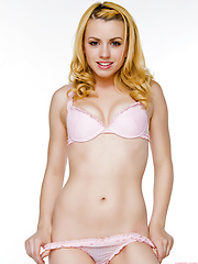 Lexi Belle grinds the air in underwear to tease us - Erotic and nude girls pics at SoloTeenPics.com