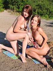 Lesbian teens posing - Erotic and nude girls pics at SoloTeenPics.com