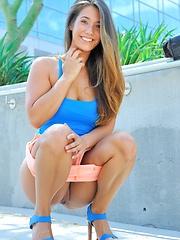 Eva loves public nudity - Erotic and nude girls pics at SoloTeenPics.com