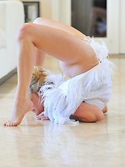Jessica the beautiful contortionist - Erotic and nude girls pics at SoloTeenPics.com