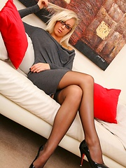 Beauty secretary looks stunning in minidress and stockings. - Erotic and nude girls pics at SoloTeenPics.com