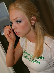 Watch as blonde teen Skye gets ready for her photoshoot as she puts on her makeup - Erotic and nude girls pics at SoloTeenPics.com