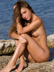 Lily C slips off her bikini top and exposes her breasts on the lake - Erotic and nude girls pics at SoloTeenPics.com