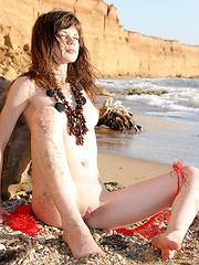 Lusi A plays naked in the sand - Erotic and nude girls pics at SoloTeenPics.com