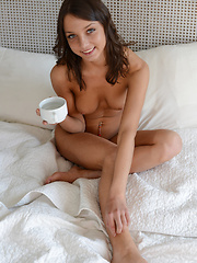 Hot babe in a hotel room - Erotic and nude girls pics at SoloTeenPics.com