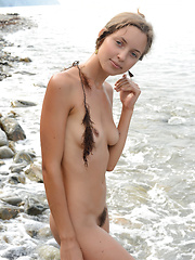 Extra slender nude blonde - Erotic and nude girls pics at SoloTeenPics.com