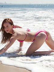 Jayden Taylors Hodgy Beach - Erotic and nude girls pics at SoloTeenPics.com