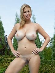 Twin Peaks - Erotic and nude girls pics at SoloTeenPics.com