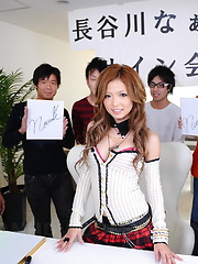 Naami Hasegawa stripping and fucking her fans