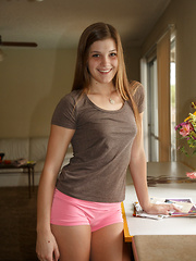 Aubrey Snow Home Hypnosis - Erotic and nude girls pics at SoloTeenPics.com