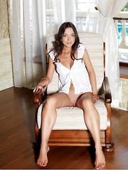 Elle D. - Erotic and nude girls pics at SoloTeenPics.com