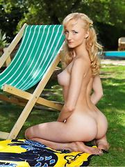 Zemira A. - Erotic and nude girls pics at SoloTeenPics.com
