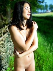 Lady Dee - Erotic and nude girls pics at SoloTeenPics.com