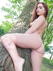 Jenny Glam - Erotic and nude girls pics at SoloTeenPics.com