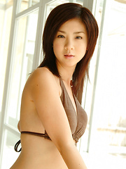 Aki Hoshino Asian with big cans has sexy legs in short jeans