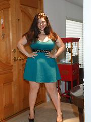 Carolina Munoz Hearts a Full - Erotic and nude girls pics at SoloTeenPics.com